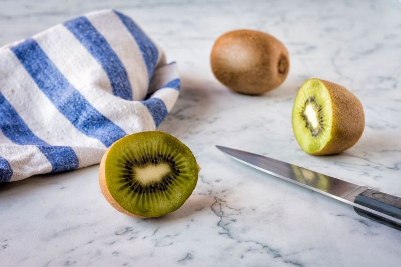 Detox-Water-For-Flat-Belly-Kiwi-and-peaches-detox-water