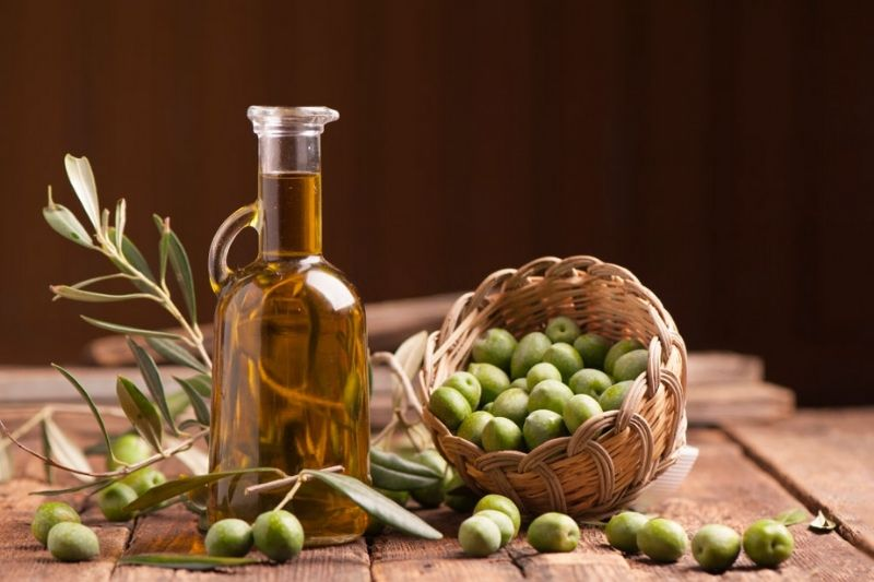 8 Useful Benefits Of Applying Olive Oil On Face
