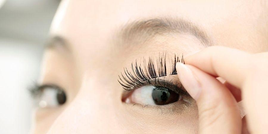 How to remove false eyelashes