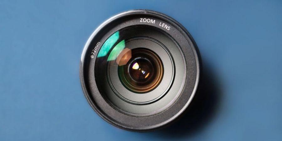 Auto focus of lens
