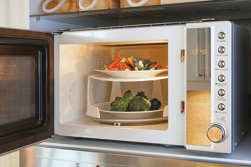 Foods that should never be put in the microwave