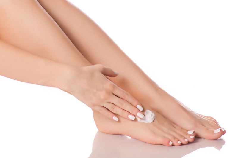 How-to-do-a-foot-spa-at-home-Step-5-Moisturizing-your-feet-intensely