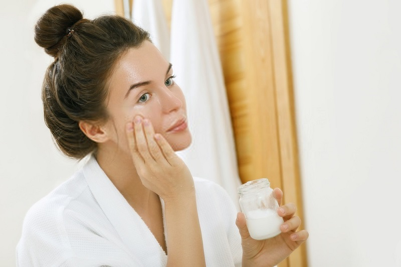 Beauty-Benefits-Of-Coconut-Oil-Coconut-oil-for-soft-skin
