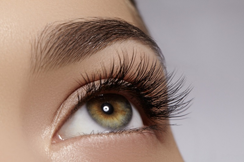 Beauty-Benefits-Of-Coconut-Oil-Coconut-oil-for-eyelashes