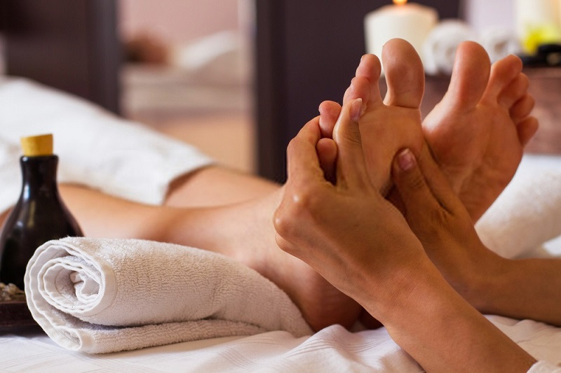 Beauty-Benefits-Of-Coconut-Oil-Beneficial-foot-massages-with-coconut-oil