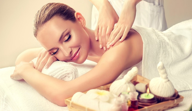 Beauty-Benefits-Of-Coconut-Oil-Body-massages-with-coconut-oil