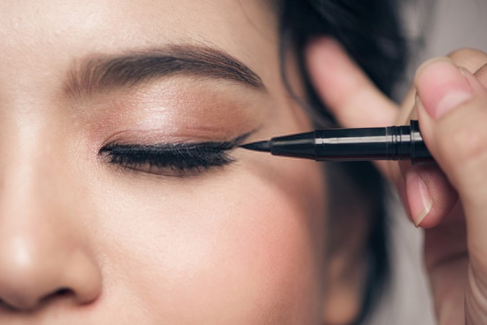Top 10 Best Eye Liners In India - Review & Buying Guide