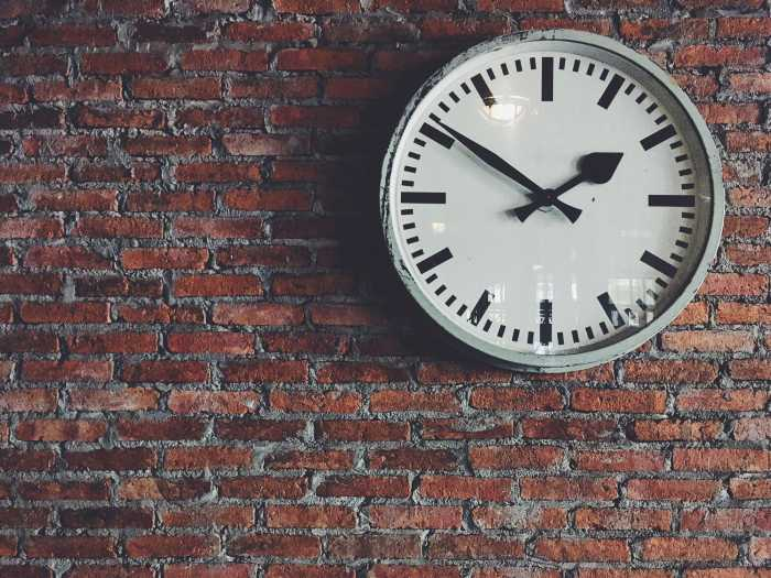 Top 10 Best Wall Clocks In India - Review & Buying Guide