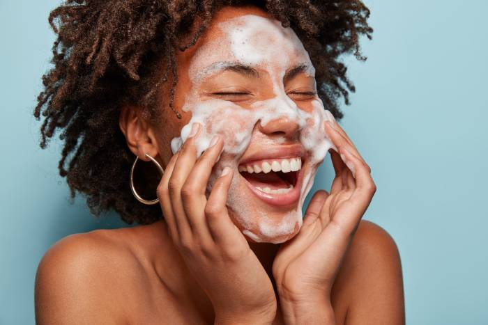 Top 10 Best Face Wash in India 2019 – Review & Buying Guide